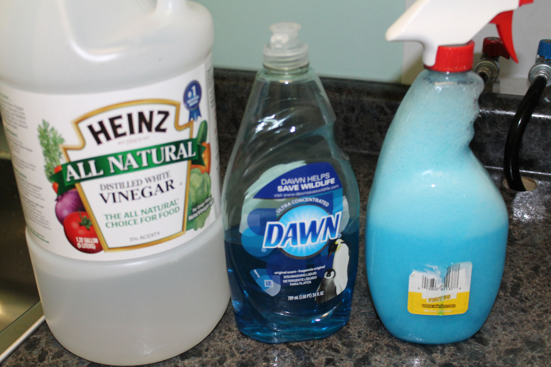 Shower and tub cleaner dawn and vinegar ipinnedit for Vinegar bathroom cleaner